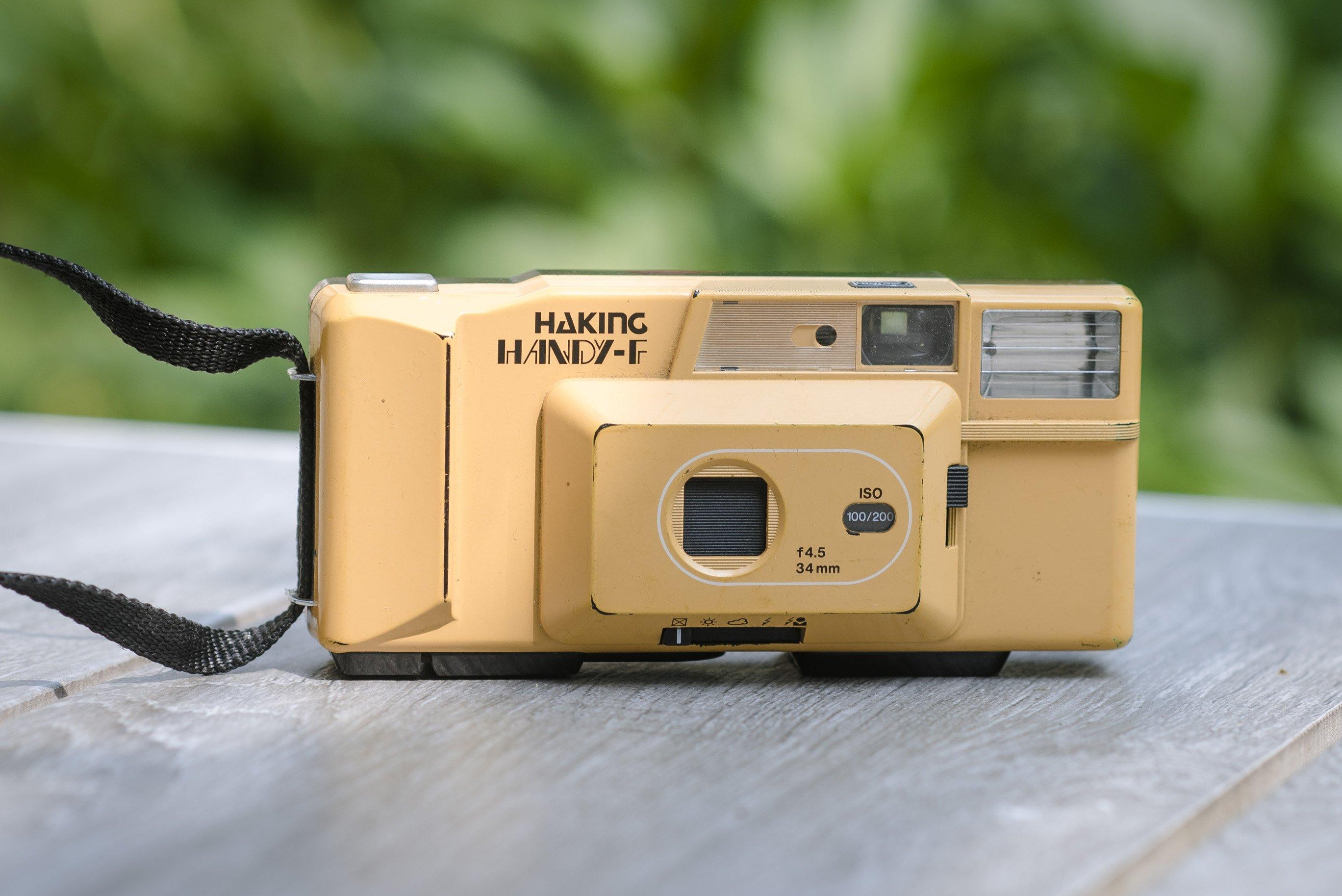 macchina analogica vintage gialla