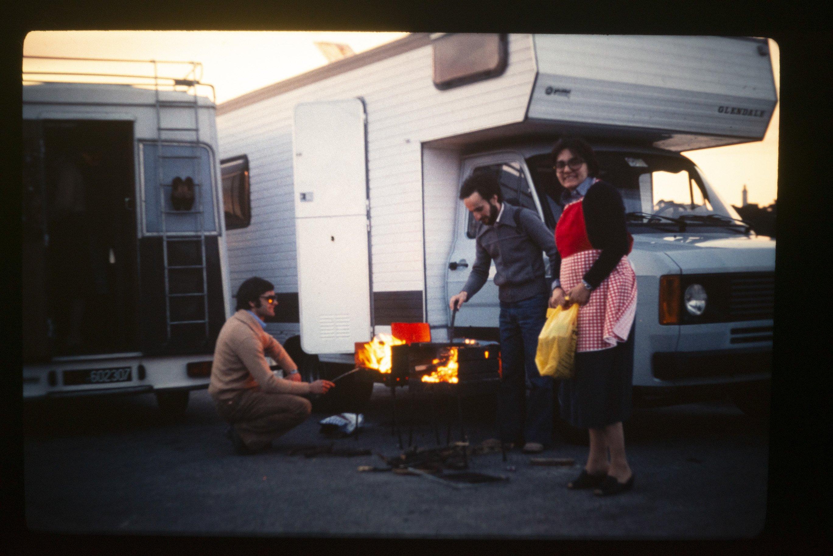 barbecue davanti al camper